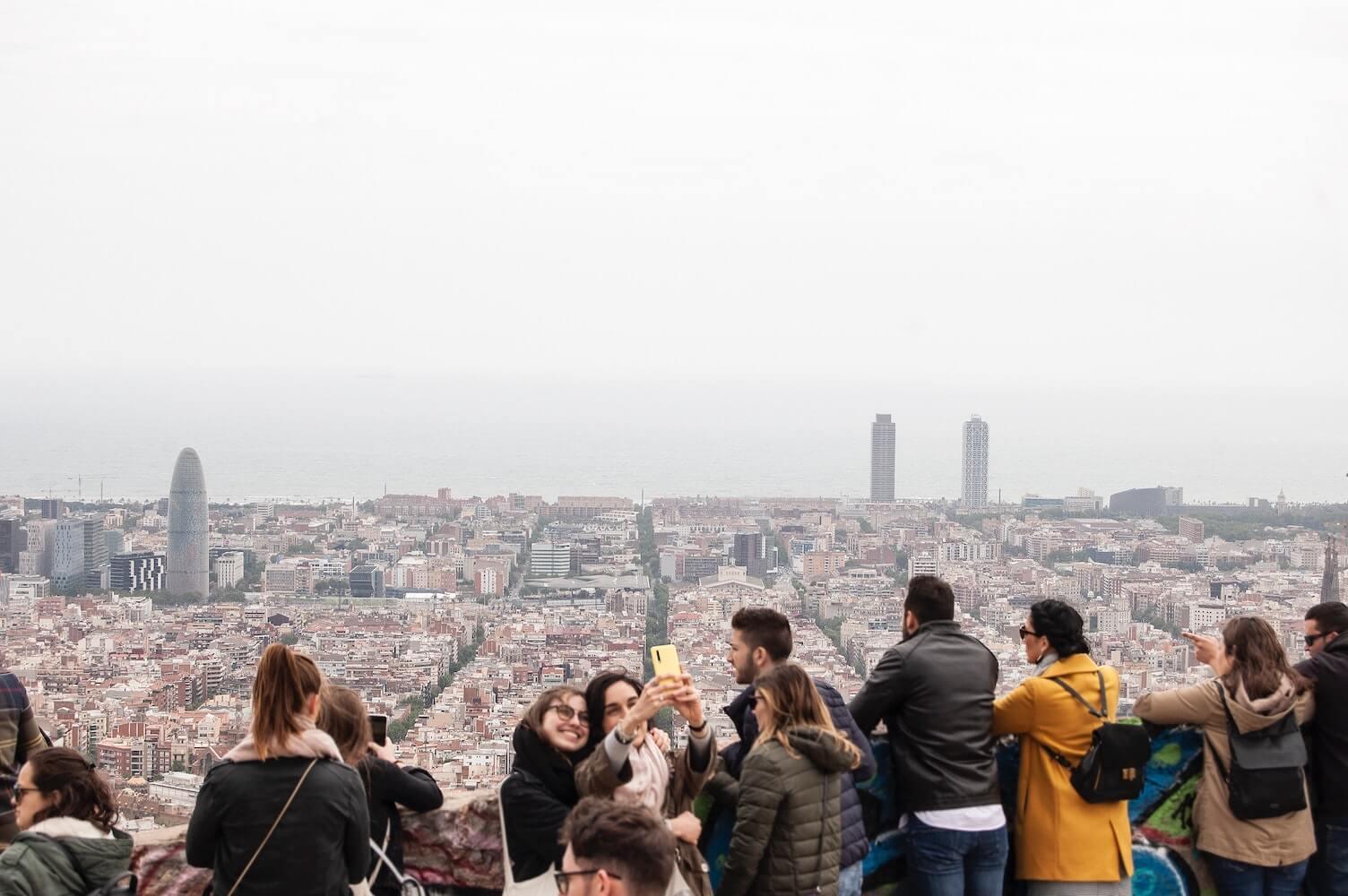 Ile zarabia przewodnik turystyczny za granicą?